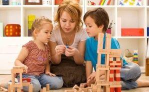 Дети с педагогом
