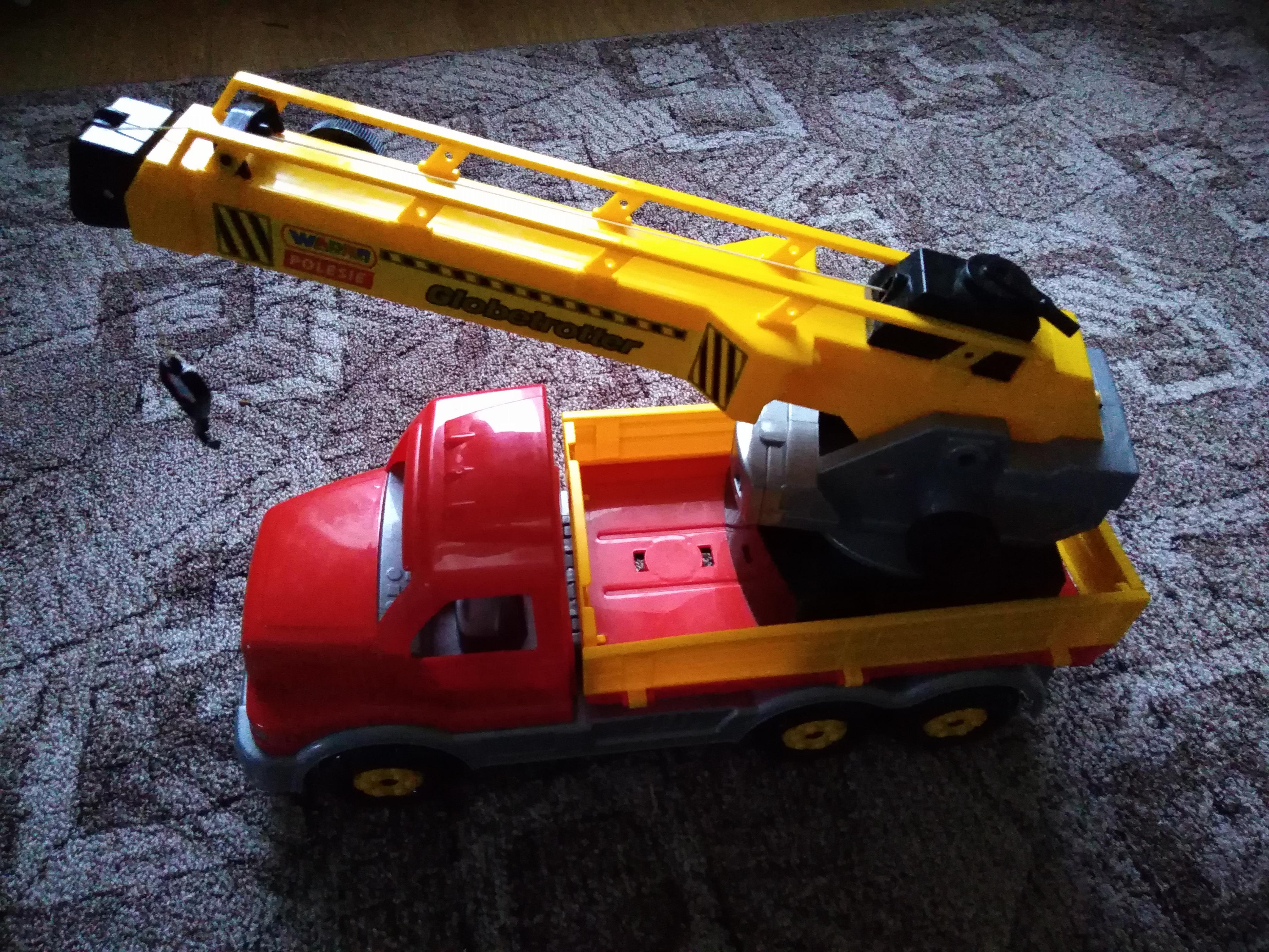 Кран - игрушка для детей
