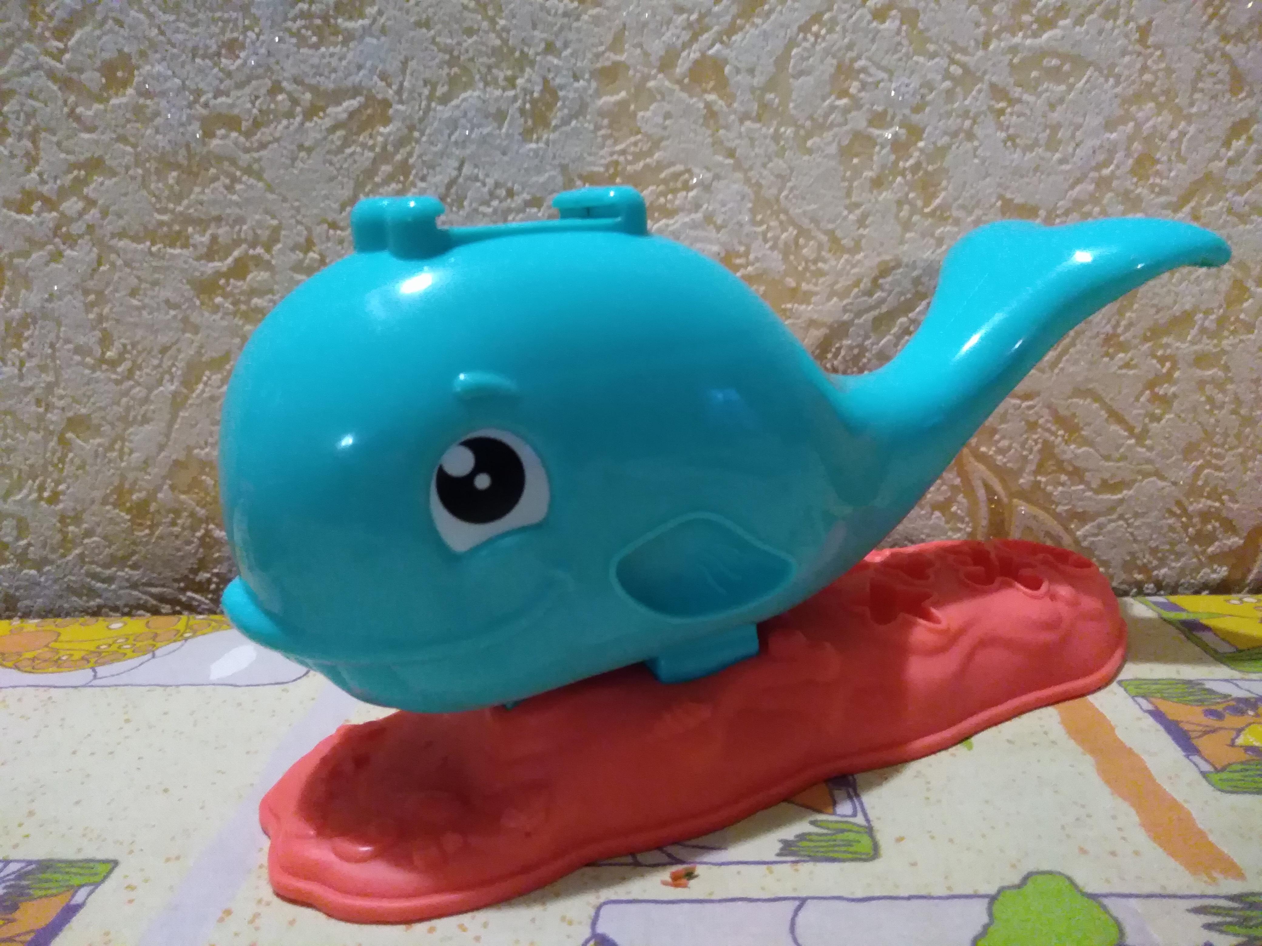 Игрушка для детей - кит